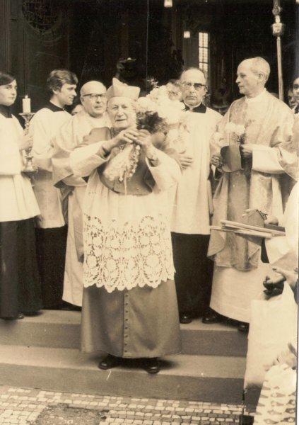 Návštěva kardinála Tomáška ve Slatině 3.jpg